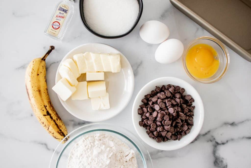 banana chocolate chip pound cake ingredients image