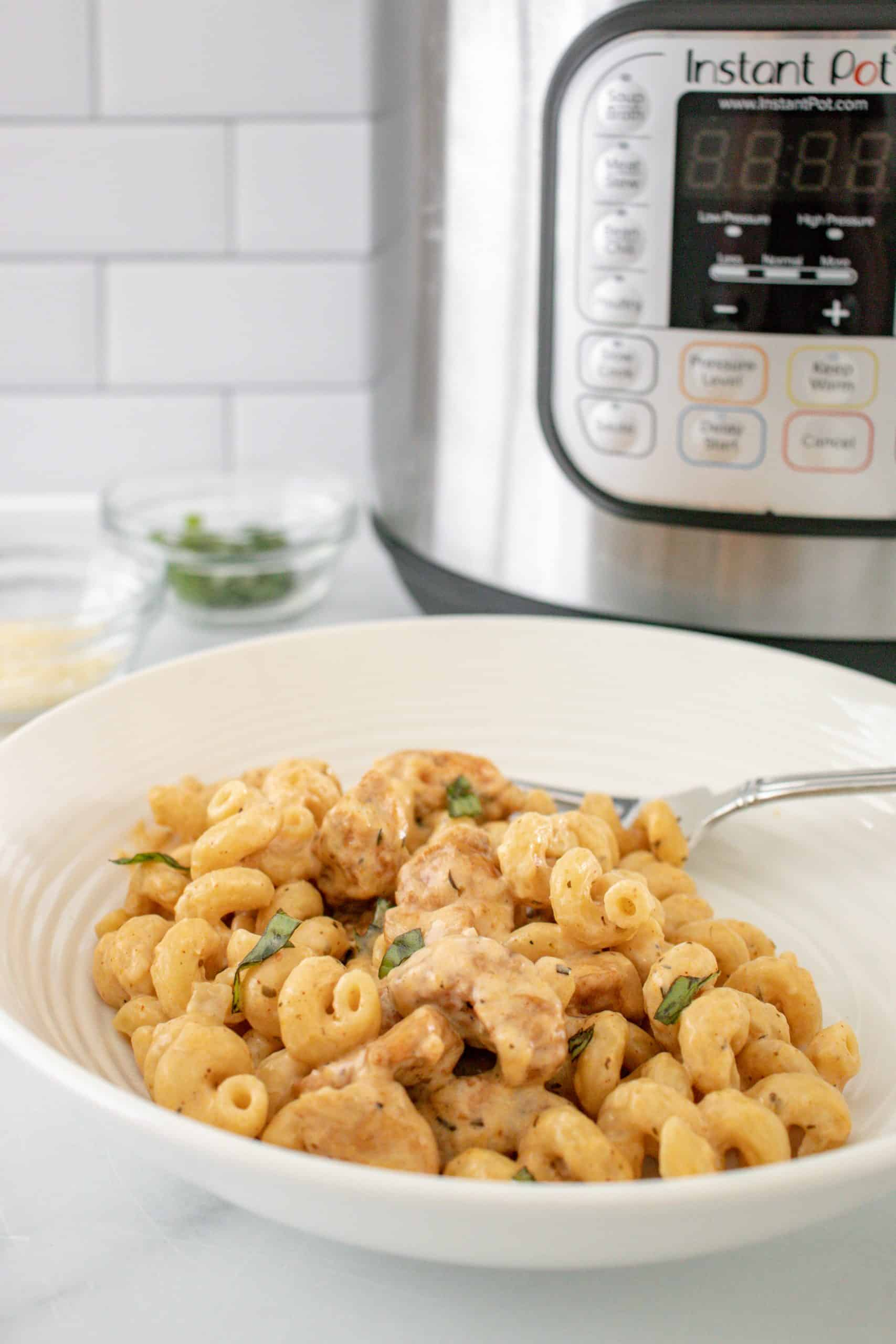 The Best Instant Pot Gooey Cheesy Garlic Chicken Pasta